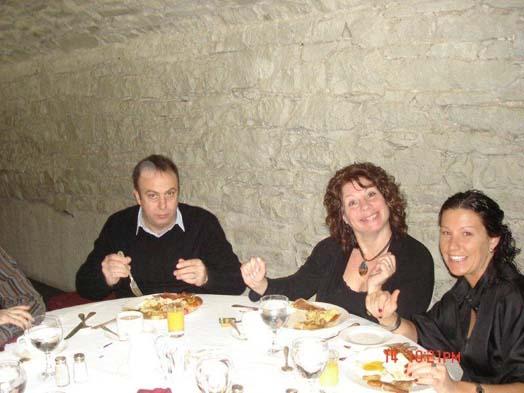 Le pince sans rire, qu'est Alain Quesnel de Roy & Fils, fait bien régoler Carole Parent de Beaulieu Canada et Line Millier de Milliken.