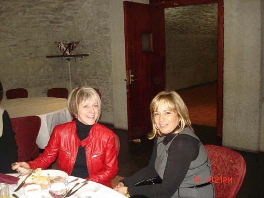Suzanne Guinard de Tandus et Carole Guilbeault d'Interface vous offrent leur plus beau sourire.